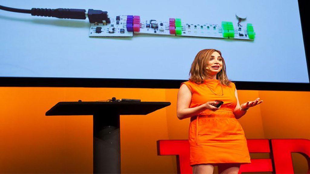 سخنرانی تد : آیه بیدیر: بلوکهای ساختمانی که چشمک زده، بیپ کرده، و آموزش می دهند