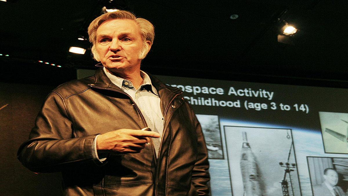 سخنرانی تد : برت راتن آینده فضا را پیش بینی می کند