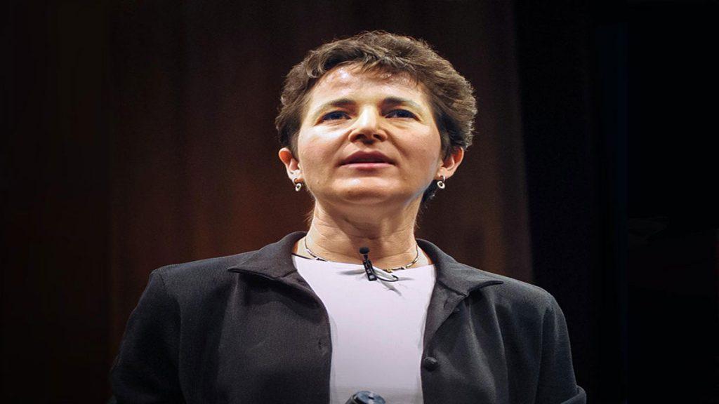 سخنرانی تد : دبرا گوردن به کاوش مورچه ها می پردازد