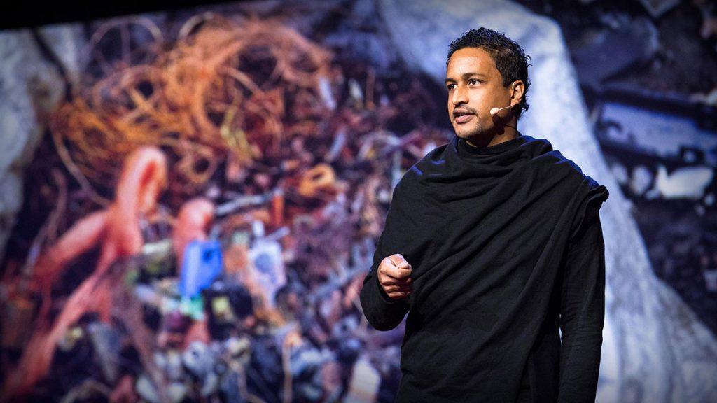 سخنرانی تد : یک مرکز اسقاط در غنا در مورد نوآوری به ما چه میآموزد