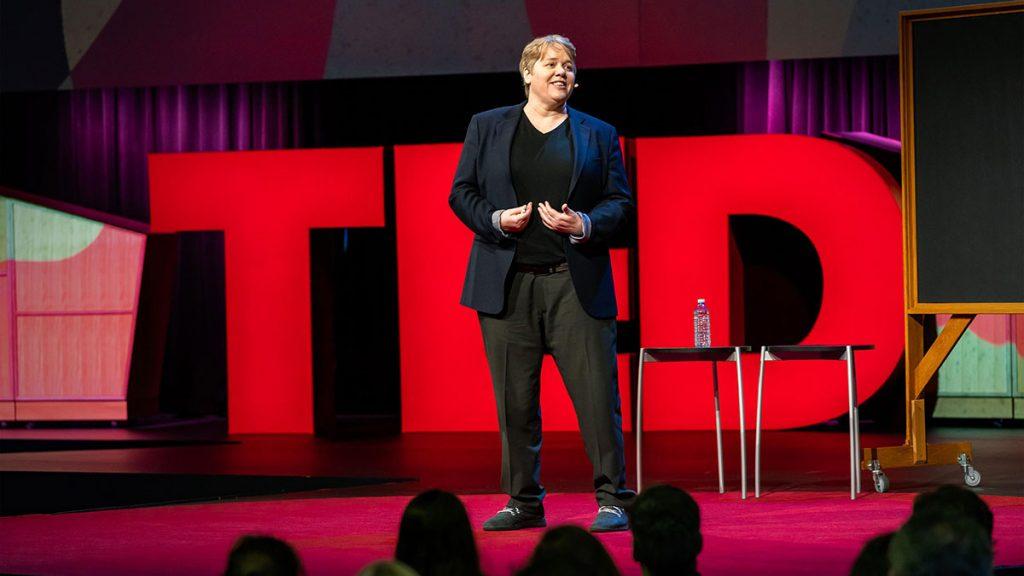 سخنرانی تد : چطور اعتماد ایجاد کنیم (و آن را دوباره بسازیم)