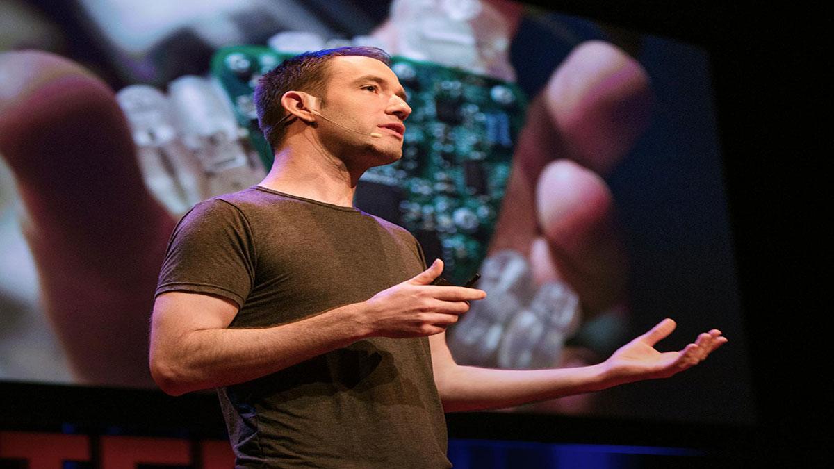 سخنرانی تد : بهترین رابط (اينترفيس) كامپيوتر؟… شايد دستان شما