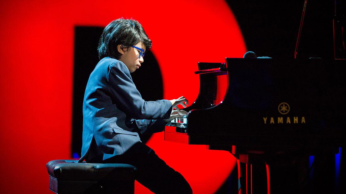 سخنرانی تد : نابغه ۱۱ ساله موسیقی مدرسه قدیمی جاز را اجرا می کند
