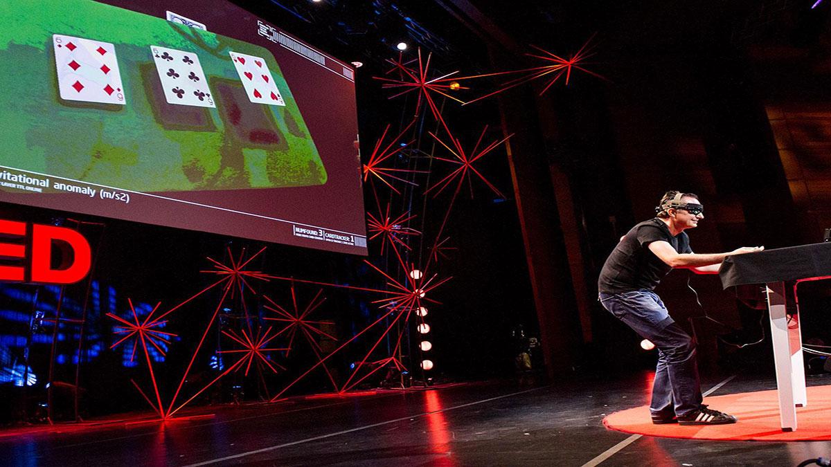 سخنرانی تد : مارکو تمپست: یک جادوی- سایبری باترفندی با ورق که شبیه آن وجود نداشته