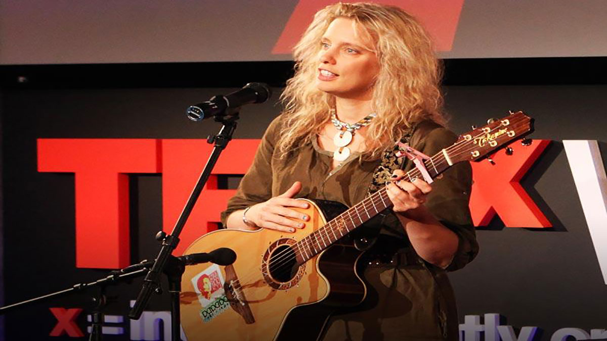 """سخنرانی تد : مورلی آوازی میخواند بنام""""زنان امید"""""""