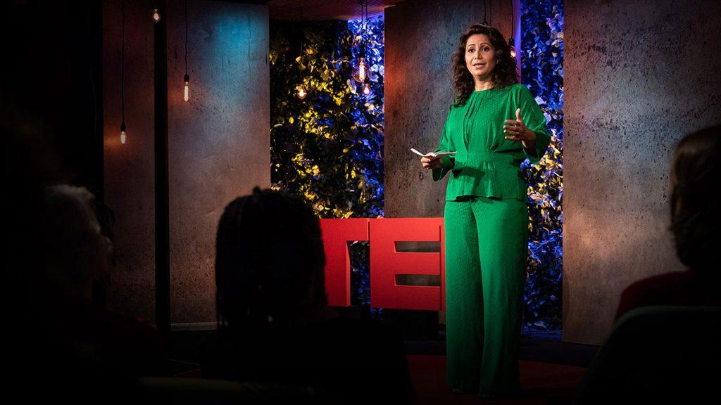 سخنرانی تد : چرا من با کسانی که نامهی نفرین برایم فرستادهاند به صرف قهوه مینشینم