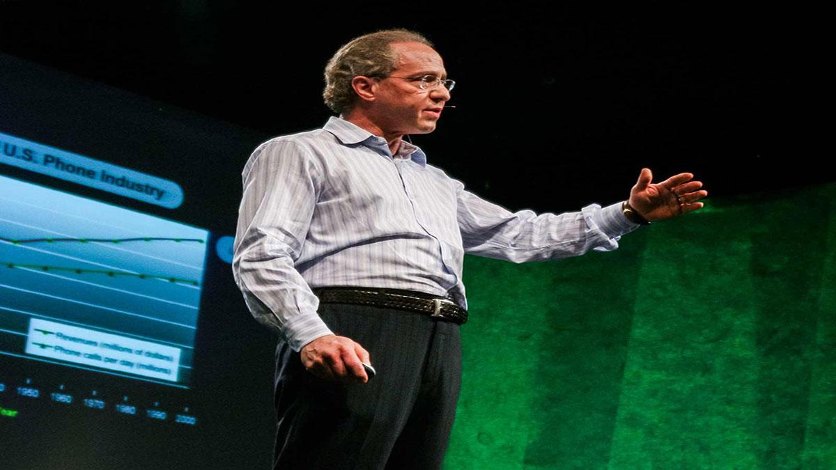 سخنرانی تد : ری کاژویل راجع به اینکه چگونه تکنولوژی زندگی ما را تغییر می دهد صحبت می کند