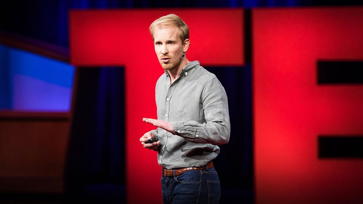 سخنرانی تد : فقر ضعف شخصیت نیست فقط ضعف مالی است