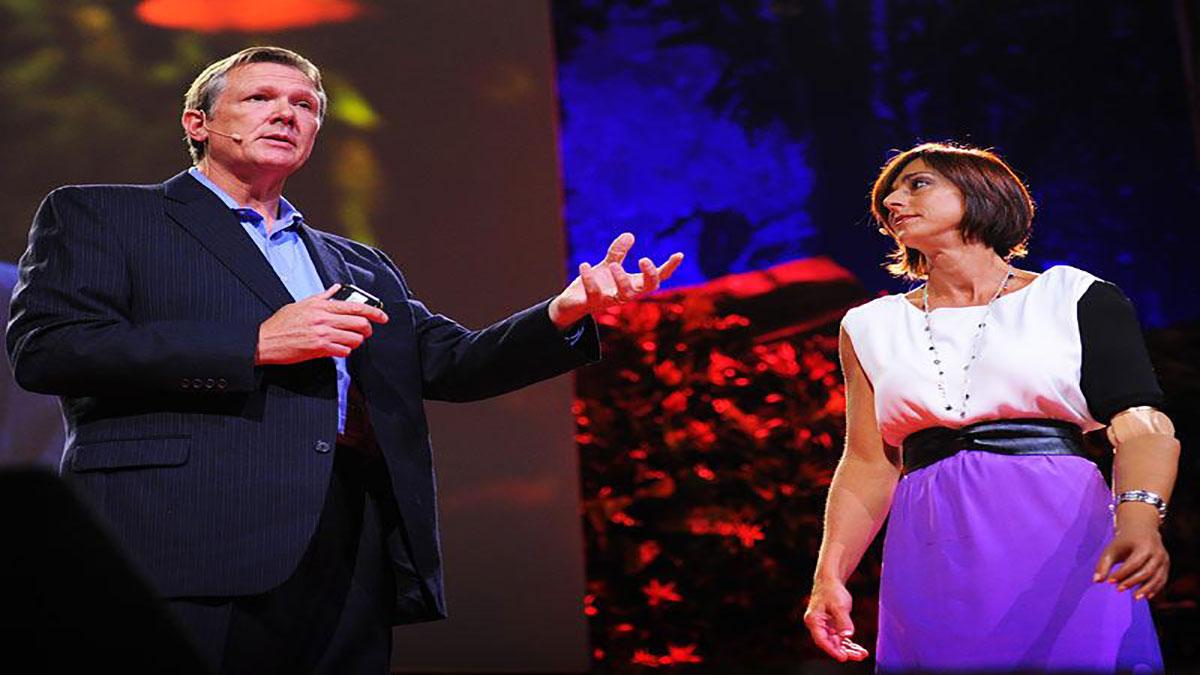 """سخنرانی تد : """" تاد کیوکن"""" : دست مصنوعی که """" حس """" دارد"""
