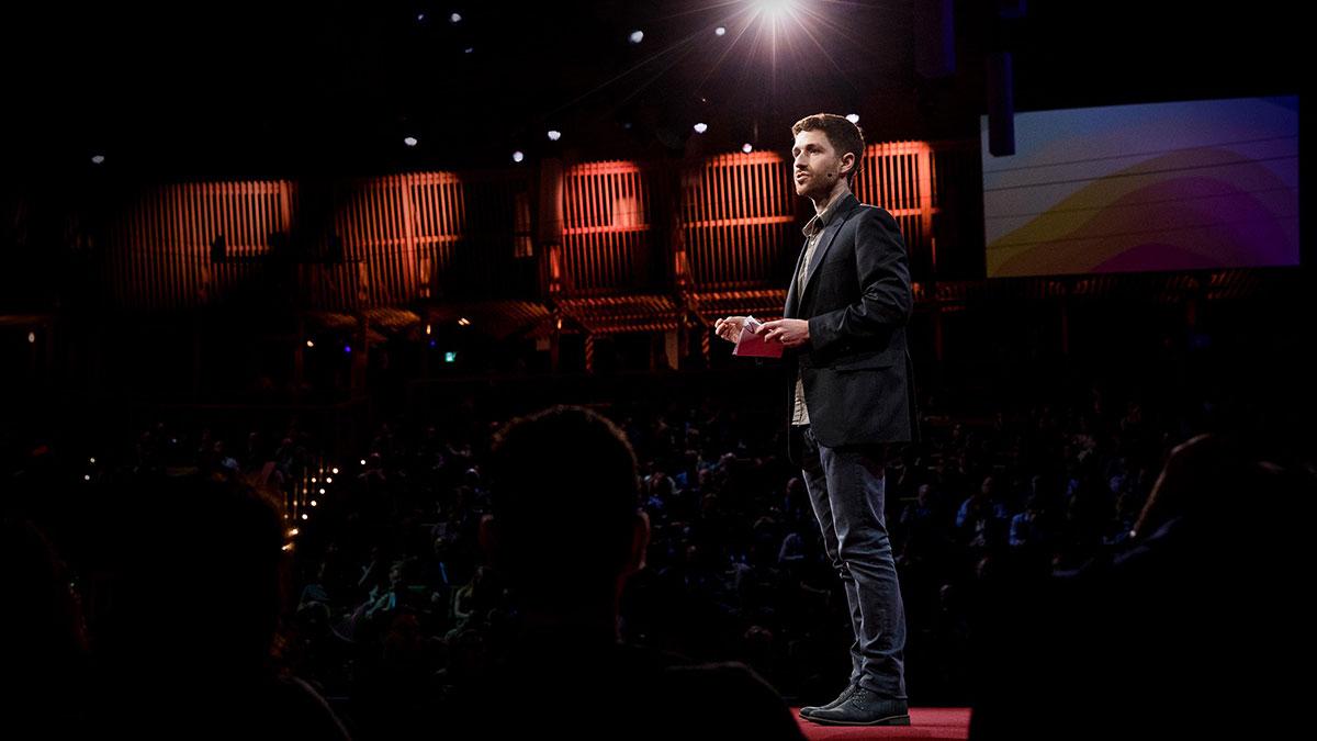 سخنرانی تد : ترفندهای دستکاری ذهنی که شرکتها برای جلب توجه شما به کار میبرند