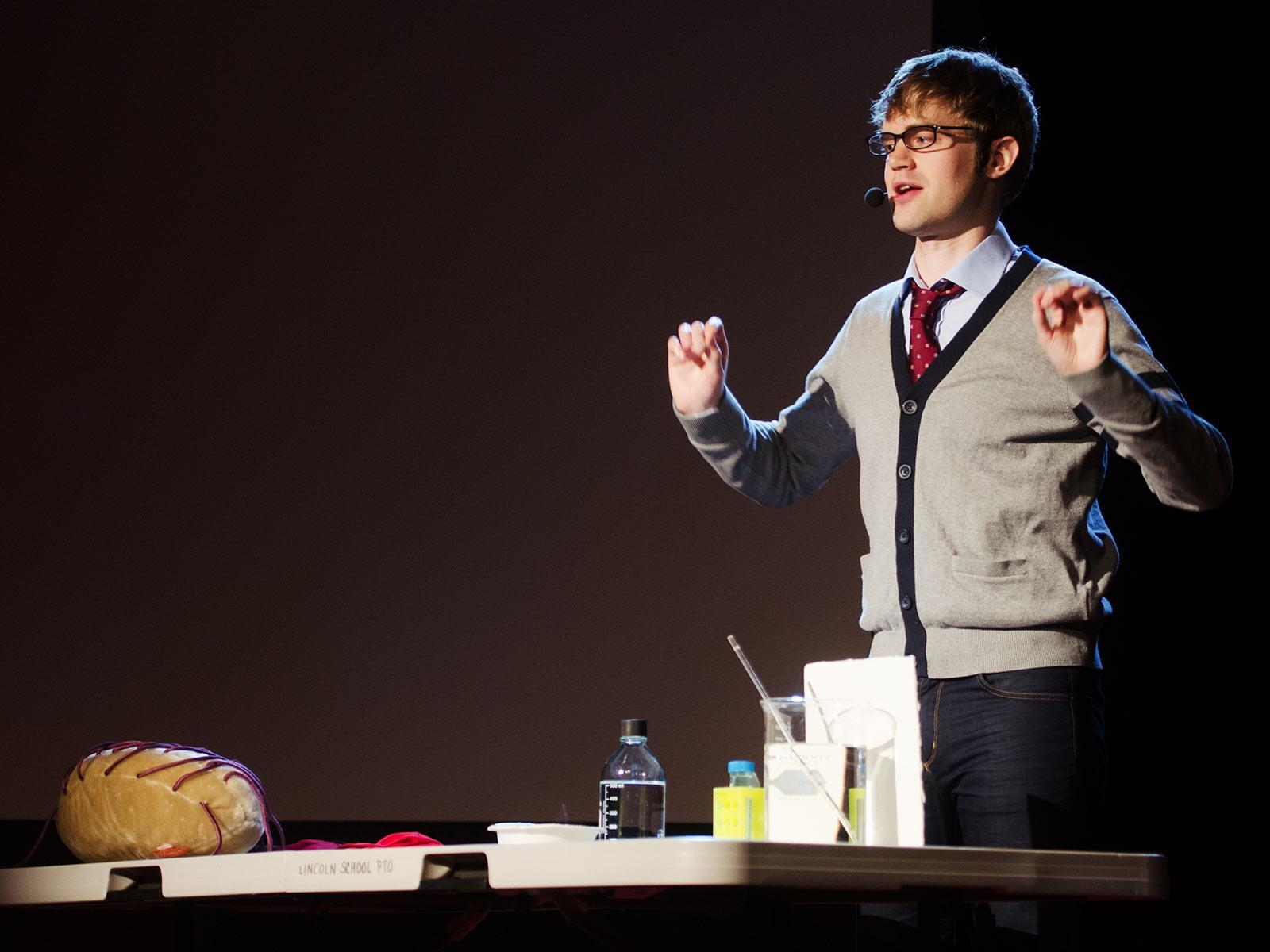 سخنرانی تد : تایلر دویت: معلمهای علوم! — درس را با شوخی مخلوط کنید