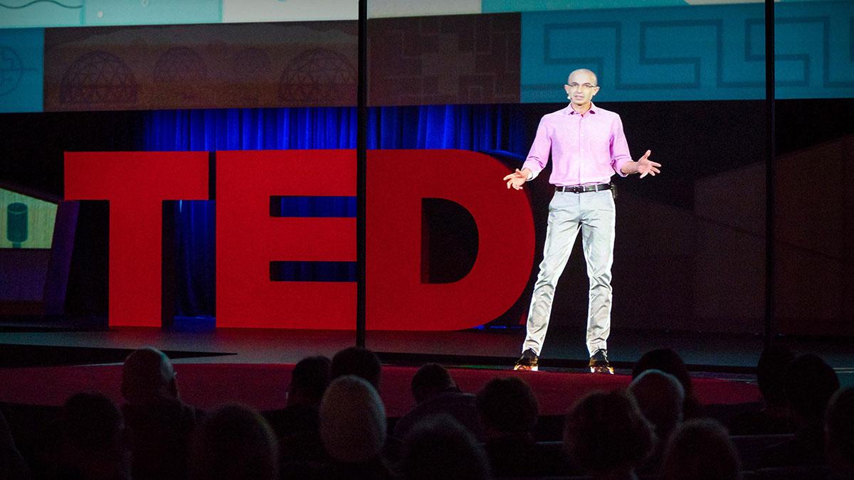 سخنرانی تد : چرا فاشیسم این قدر وسوسهبرانگیز است — و چطور ممکن است اطلاعات شما به آن قدرت بدهد