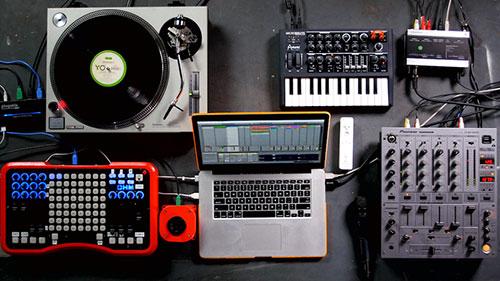آموزش دی جی – DJ سخت افزاری و نرم افزاری